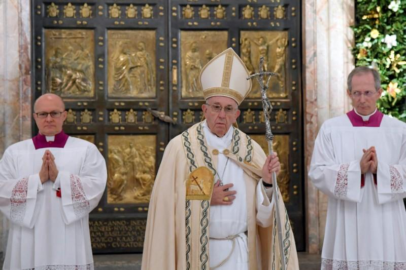 pope extends power to forgive abortion to all roman catholic priests