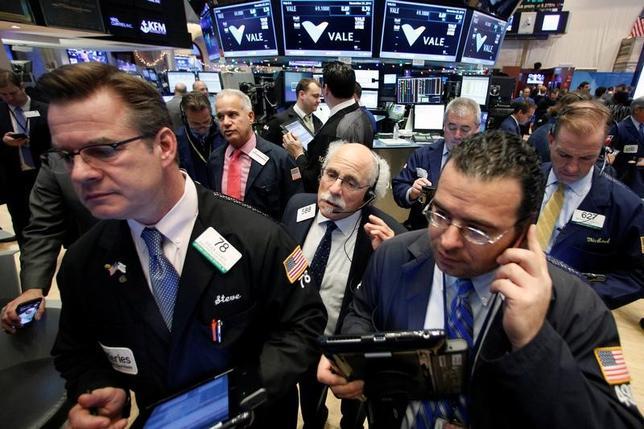 11月29日、米国株式市場は、反発して取引を終えた。ヘルスケア関連銘柄が買われ株価全体を下支えした。NY証取で撮影(2016年 ロイター/Brendan McDermid)