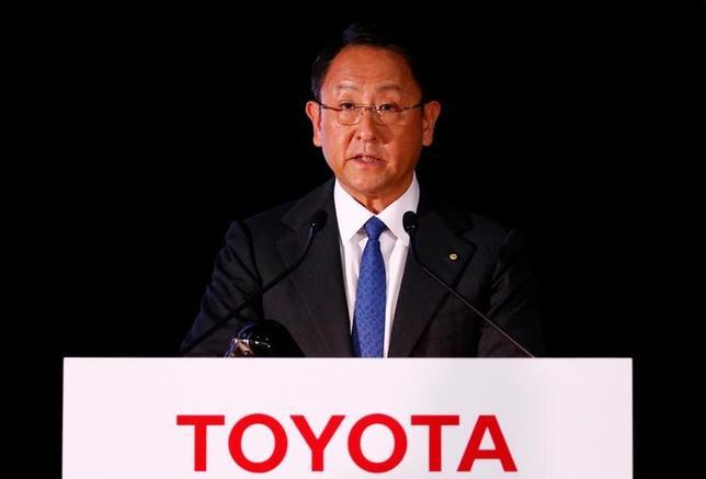 11月30日、トヨタ自動車は12月1日に発足する電気自動車(EV)の開発や戦略を担当する「EV事業企画室」について、豊田章男社長の直轄組織とする。写真は都内で5月撮影(2016年 ロイター/Thomas Peter)