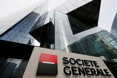Société Générale, plus forte hausse du CAC 40, a gagné 5,76% à 43,255 euros à la faveur du passage à surpondérer de Morgan Stanley. L'indice CAC 40 a atteint son plus haut niveau de clôture de l'année, en enregistrant un gain de 1,26% à 4.631,94 points, ayant quasiment effacé ses pertes depuis début janvier. /Photo d'archives/REUTERS/Gonzalo Fuentes