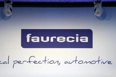 Parrot et Faurecia ont annoncé mardi des discussions exclusives pour permettre à l'équipementier automobile d'entrer au capital de Parrot Automotive, avec la possibilité d'en prendre progressivement le contrôle. /Photo d'archives/REUTERS/Charles Platiau