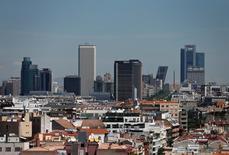 La Comisión Nacional del Mercado de Valores (CNMV) dijo el lunes que considera el Brexit como una oportunidad para atraer a España a empresas financieras con sede en el Reino Unido. En la imagen, una vista general de Madrid con su barrio financiero al fondo, el 7 de junio de 2016. REUTERS/Andrea Comas