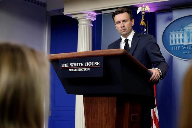 White House Press Secretary Josh Earnest speaks during a daily press briefing at the White House in Washington, U.S. November 22, 2016. REUTERS/Yuri Gripas