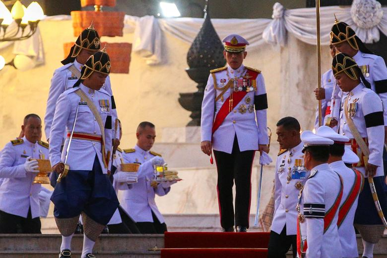 Thailand's new King Maha Vajiralongkorn Bodindradebayavarangkun leaves after paying his respects to a statue of King Rama VII on the occasion of Thai Constitution Day at the Parliament house in Bangkok, Thailand, December 10, 2016. REUTERS/Athit Perawongmetha