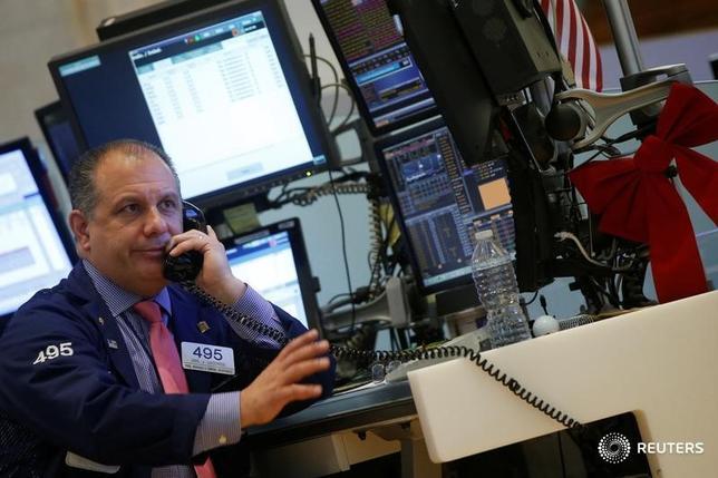 Traders work on the floor of the New York Stock Exchange (NYSE) in New York City, U.S., December 9, 2016. REUTERS/Brendan McDermid