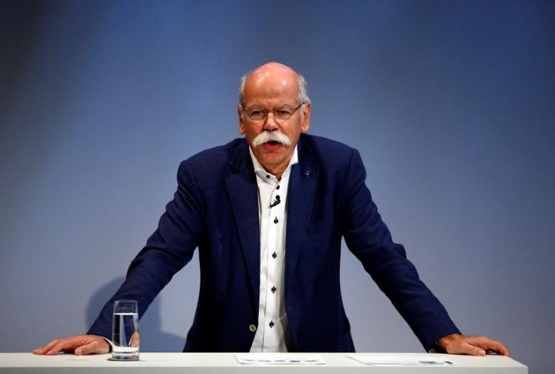 Dieter Zetsche, CEO of Daimler and Head of Mercedes-Benz, gives a speech during the Handelsblatt Automotive Summit 2016 in Munich, southern Germany, November 9, 2016. REUTERS/Michael Dalder/Files