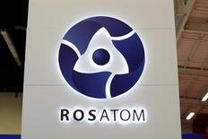 Le groupe nucléaire russe Rosatom a fait savoir mardi qu'il serait intéressé par une prise de participation dans Areva si le gouvernement français le permettait. /Photo d'archives/REUTERS/Benoit Tessier