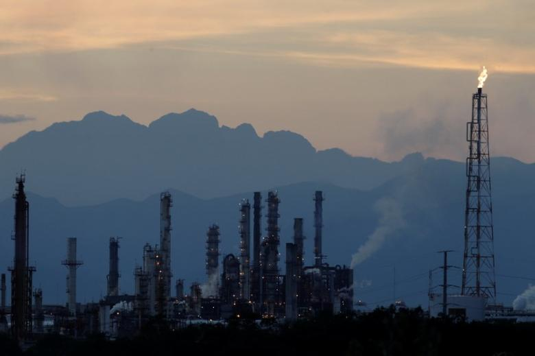 The refinery of Mexico's national oil company Pemex is seen in Cadereyta, Mexico, December 20, 2016.    REUTERS/Daniel Becerril