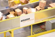 Коробки с товарами в Amazon Fulfillment Center в Трейси, Калифорния. Amazon.com Inc сообщила, что поставила более 1 миллиарда товаров по всему миру в течение праздничного сезона, который ведущий онлайн-ритейлер назвал лучшим в истории.  REUTERS/Noah Berger