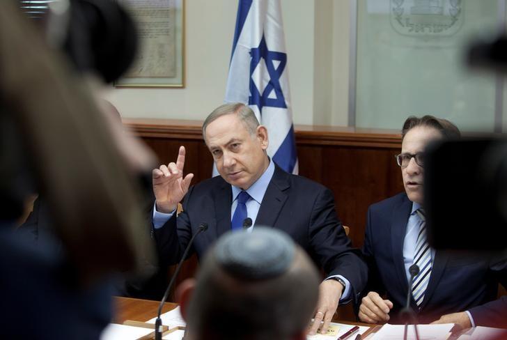 Israeli Prime Minister Benjamin Netanyahu attends the weekly cabinet meeting at his Jerusalem office December 25, 2016. REUTERS/Dan Balilty/Pool/Files