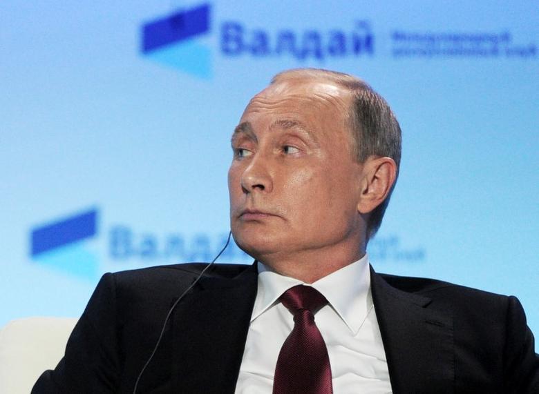 Russian President Vladimir Putin attends a session of the Valdai International Discussion Club in Sochi, Russia, October 27, 2016. Sputnik/Kremlin/Mikhail Klimentyev via REUTERS