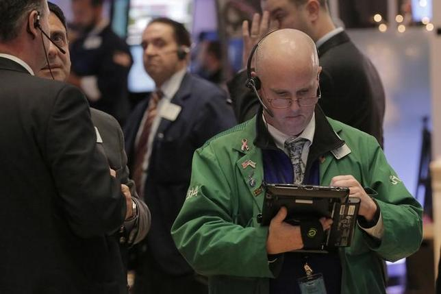 Traders work on the floor of the New York Stock Exchange (NYSE) shortly before the closing bell in New York, U.S., January 4, 2017. REUTERS/Lucas Jackson
