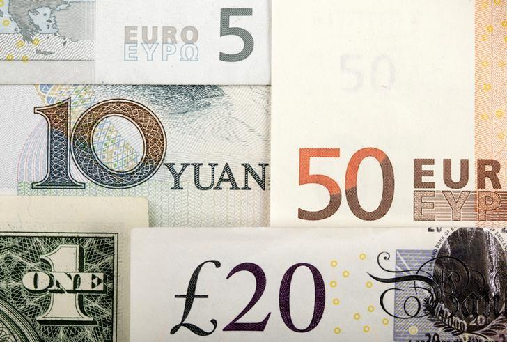 Arrangement of various world currencies including Chinese Yuan, US Dollar, Euro, British Pound, in this picture illustration taken January 25, 2011.  REUTERS/Kacper Pempel/Illustration/File Photo
