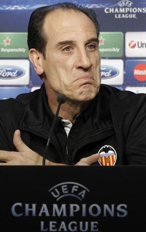 Valencia's coach Salvador Gonzalez attends a news conference on the eve of his team's Champions League soccer match against Lille at Lille Grand Stade in Villeneuve d'Ascq, December 4, 2012.    REUTERS/Pascal Rossignol/Files