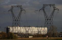 Le comité central d'entreprise (CCE)d'EDF s'est prononcé mardi à l'unanimité contre le projet de fermeture de la centrale nucléaire deFessenheim(Haut-Rhin) (photo), que les représentants du personnel jugent sans fondement. /Photo d'archives/REUTERS/Vincent Kessler