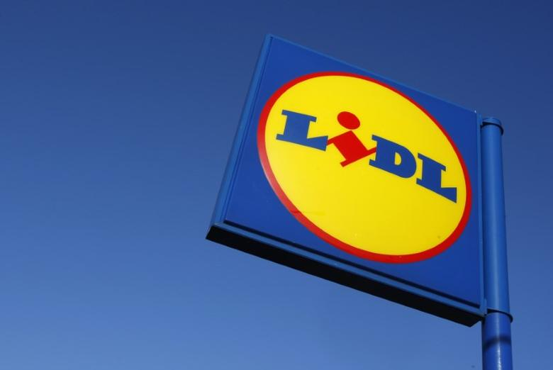 A sign is seen outside a LIDL supermarket in Cricklewood, London January 21, 2009.  REUTERS/Stephen Hird