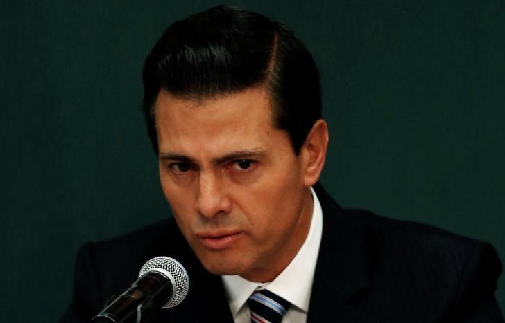 Mexico's President Enrique Pena Nieto announces a plan to strengthen the economics for families in Mexico City, Mexico January 9, 2017.  REUTERS/Carlos Jasso
