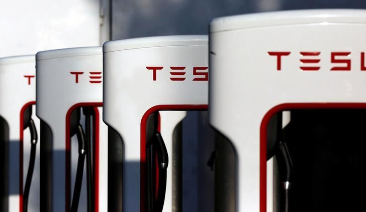A Tesla Supercharger station is shown in Cabazon, California, U.S. May 18, 2016.  REUTERS/Sam Mircovich/File Photo     TPX IMAGES OF THE DAY