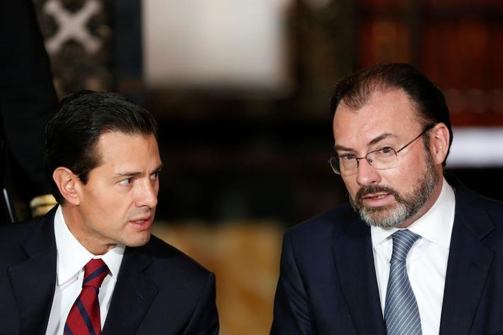 Mexico's President Enrique Pena Nieto (L), chat with Mexico's Foreign Minister Luis Videgaray during a meeting with members of the diplomatic corps in Mexico City, Mexico January 11, 2017.  REUTERS/Carlos Jasso