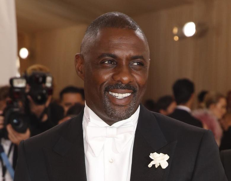 Actor Idris Elba arrives at the Metropolitan Museum of Art Costume Institute Gala (Met Gala) to celebrate the opening of ''Manus x Machina: Fashion in an Age of Technology'' in the Manhattan borough of New York, May 2, 2016.  REUTERS/Lucas Jackson
