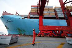 Les exportations chinoises ont accusé une deuxième année consécutive de baisse en 2016 en raison de l'atonie de la demande mondiale, tandis que les perceptives sont moroses pour 2017, le gouvernement chinois craignant une guerre commerciale avec les Etats-Unis. /Photo d'archives/REUTERS/Aly Song
