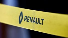 Renault a réalisé l'an dernier un nouveau record mondial de ventes grâce au succès du renouvellement de sa gamme en Europe et à la montée en puissance de l'Inde et de l'Iran, dépassant même PSA pour devenir le premier groupe automobile français dans le monde. /Photo d'archives/REUTERS/Vasily Fedosenko