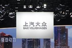 Volkswagen ne produira ni ne vendra des voitures Audi avec SAIC Motor avant 2018, a annoncé mercredi le constructeur automobile allemand, qui cherche d'abord à renforcer son partenariat actuel avec China FAW Motor. /Photo d'archives/REUTERS/Kim Kyung-Hoon