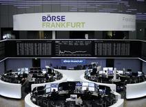 Les principales Bourses européennes, à l'exception de Londres, ont débuté dans le vert jeudi. À Paris, l'indice CAC 40 prend 0,24% à 11,69 points vers 8h25 GMT. À Francfort, le Dax grignote 0,08% mais à Londres, le FTSE recule de 0,14%. /Photo prise le 16 janvier/REUTERS/Staff