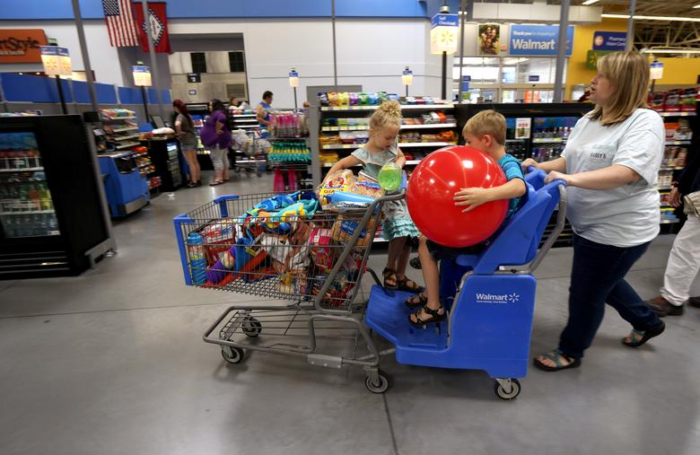 FILE PHOTO -  A family shops at the Wal-Mart Supercenter in Springdale, Arkansas June 4, 2015.    REUTERS/Rick Wilking/File Photo