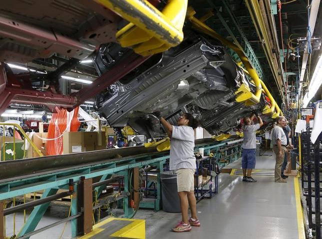2月1日、1月の米ISM製造業景気指数は2014年11月以来の高水準をつけた。写真はミシガン州のフォード工場、2015年8月撮影。(2017年 ロイター/Rebecca Cook)