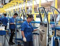 L'activité manufacturière a continué de se développer en janvier pour le septième mois consécutif, mais à un rythme inférieur aux attentes. /Photo d'archives/REUTERS/Norihiko Shirouzu
