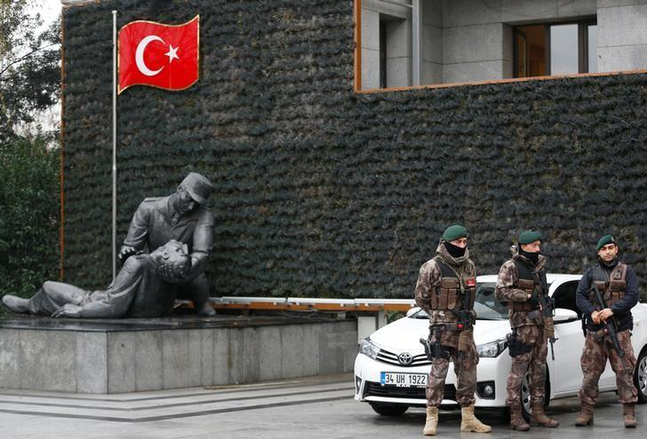 Members of the Turkish police special forces stand guard at the police headquarters in Istanbul, Turkey, January 17, 2017. REUTERS/Murad Sezer/File Photo
