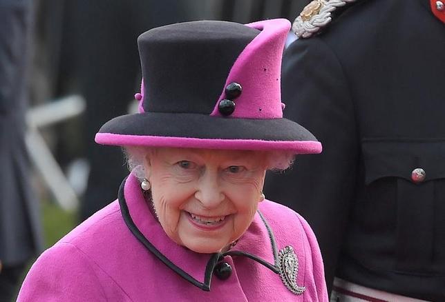 2月6日、君主として世界最長の在位期間を持つ英エリザベス女王が6日、即位65周年(サファイア・ジュビリー)を迎えた。写真は先月27日撮影(2017年 ロイター/Toby Melville)