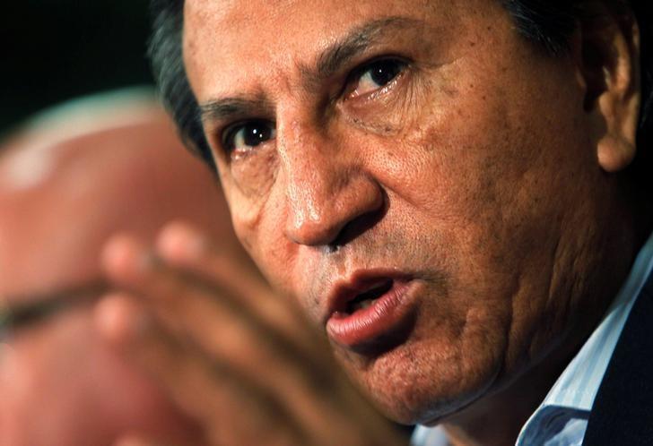 Former president Alejandro Toledo speaks to the media in Lima, January 27, 2011. REUTERS/Mariana Bazo/File Photo