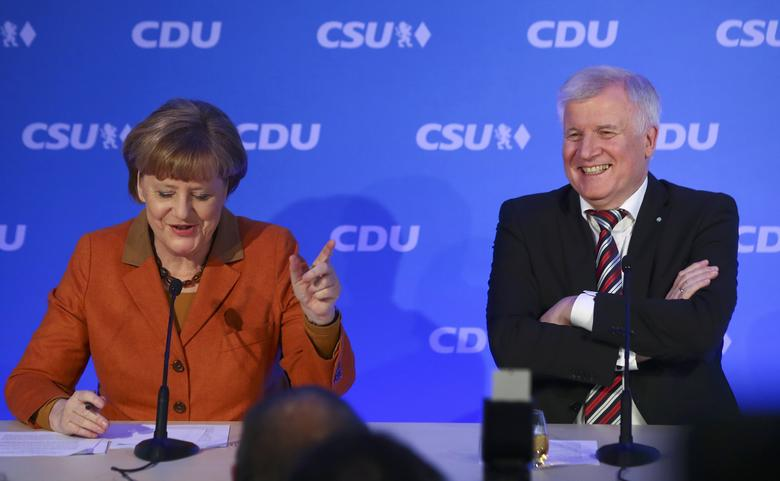 Angela Merkel, German Chancellor and leader of the conservative Christian Democratic Union party CDU and Horst Seehofer, federal state premier of Bavaria and chairman of the CDU's Bavarian sister party Christian Social Union (CSU) address the media following their meeting to end their differences over refugee policy in Munich, southern Germany, February 6, 2017.  REUTERS/Michael Dalder