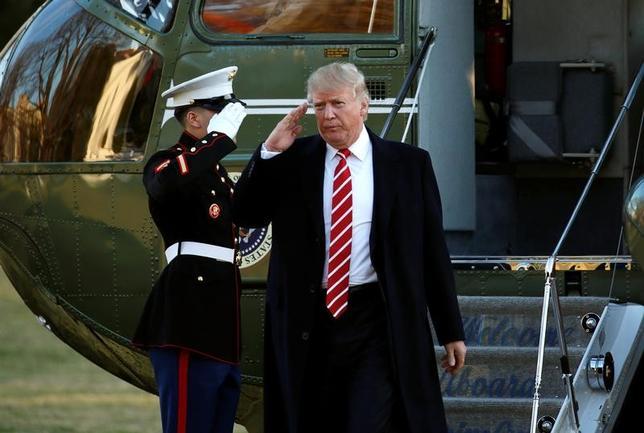 2月6日、トランプ米大統領(写真)は、10日に予定される日米首脳会談の後、安倍晋三首相とフロリダ州でゴルフをする意向を明らかにした。(2017年 ロイター/Kevin Lamarque)