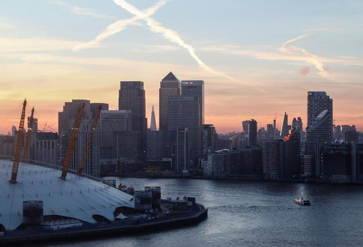 FILE PHOTO: Canary Wharf and the City at sunset in London, Britain, December 14, 2016.        REUTERS/Eddie Keogh/File Photo - RTSWGQU