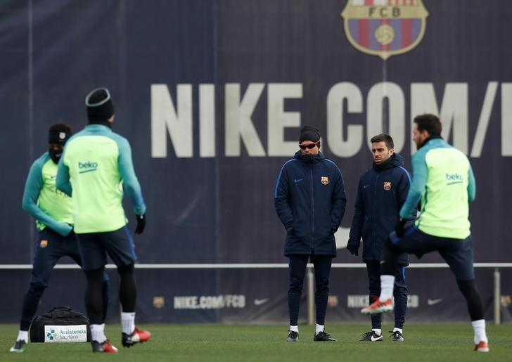 Football Soccer - Barcelona training session - Joan Gamper training camp, Barcelona, Spain - 10/1/2017 - Barcelona's coach Luis Enrique looks to his players. REUTERS/ Albert Gea/Files