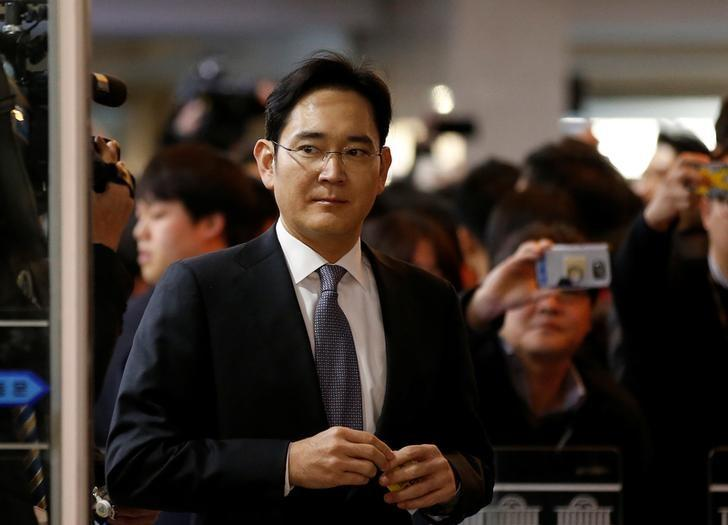 Samsung Electronics vice chairman Jay Y. Lee arrives to attend a hearing at the National Assembly in Seoul, South Korea, December 6, 2016. REUTERS/Kim Hong-Ji/Files