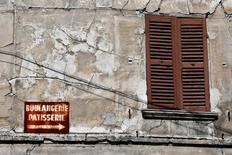 La confiance des dirigeants de PME et ETI françaises s'est légèrement érodée ce mois-ci tout en restant à un niveau élevé et nettement supérieur à celui prévalant il y a un an. /Photo d'archives/REUTERS/Charles Platiau