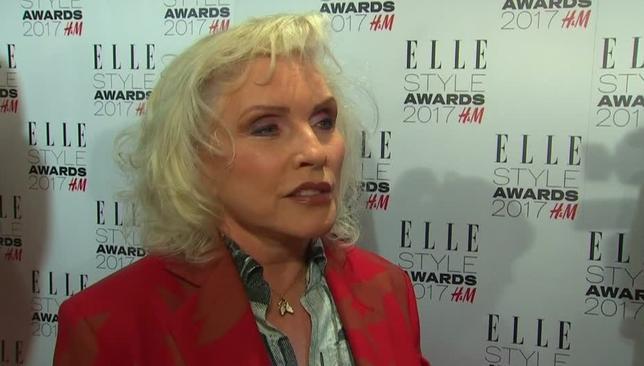 2月14日、英ロンドンでエル誌が主催する「エル・スタイル・アワード」が13日開催され、米ロックバンド、ブロンディのボーカル、デボラ・ハリーさんが「スタイル・アワード」を受賞した。写真はロイタービデオの映像から(2017年 ロイター)