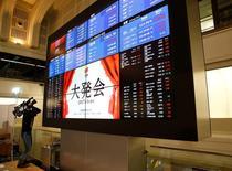 La Bourse de Tokyo a fini jeudi en baisse de 0,47%, la pause dans la récente dépréciation du yen face au dollar ayant donné aux investisseurs un argument pour prendre leurs profits. L'indice Nikkei a perdu 90,45 points à 19.347,53. /Photo prise le 4 janvier 2017/REUTERS/Kim Kyung-Hoon