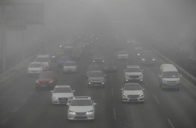 2月20日、中国の環境保護省は、大気汚染対策が不十分だとして、北部の数都市を名指しで批判した。新華社が19日、報じた。写真は北京で14日撮影(2017年 ロイター/Jason Lee)
