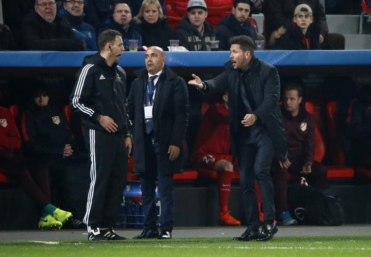 Football Soccer - Bayer Leverkusen v Atletico Madrid - UEFA Champions League Round of 16 First Leg - BayArena, Leverkusen, Germany - 21/2/17 Atletico Madrid coach Diego Simeone remonstrates with the fourth official Reuters / Wolfgang Rattay