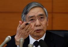 Глава Банка Японии Харухико Курода. Глава Банка Японии Харухико Курода в среду назвал на данный момент низкой вероятность того, что регулятор уведёт ставки ещё дальше на отрицательную территорию, подкрепив ожидания рынка, который не прогнозирует смягчения политики в ближайшей перспективе.  REUTERS/Toru Hanai