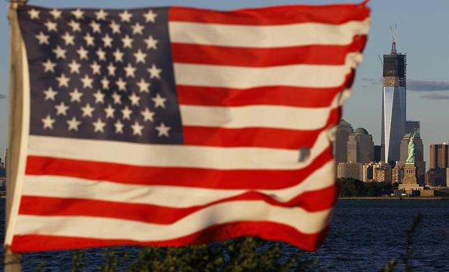 2月25日、米ウォールストリート・ジャーナル(WSJ)紙は、ニューヨークで計画されていたトランプ米政権発足後初となる北朝鮮高官と米政府の元当局者による接触が中止になったと報じた。写真は米国の国旗。ニュージャージー州で2012年9月撮影(2017年 ロイター/Gary Hershorn)