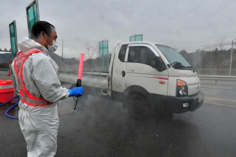 A South Korean health official disinfects a vehicle to prevent spread of bird flu in Pohang, South Korea, December 19, 2016. Choi Chang-ho/News1 via REUTERS