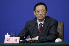 Imagen de archivo de Liu Shiyu, presidente de la Comisión Reguladora de Valores de China (CSRC, por su sigla en inglés), en una conferencia de prensa en Pekín, China. 12 de marzo, 2016. El regulador cambiario de China dijo el lunes que reforzará la supervisión del mercado de divisas en el 2017, al tiempo que mejorará la transparencia y promoverá una mayor apertura del sector financiero. REUTERS/Jason Lee