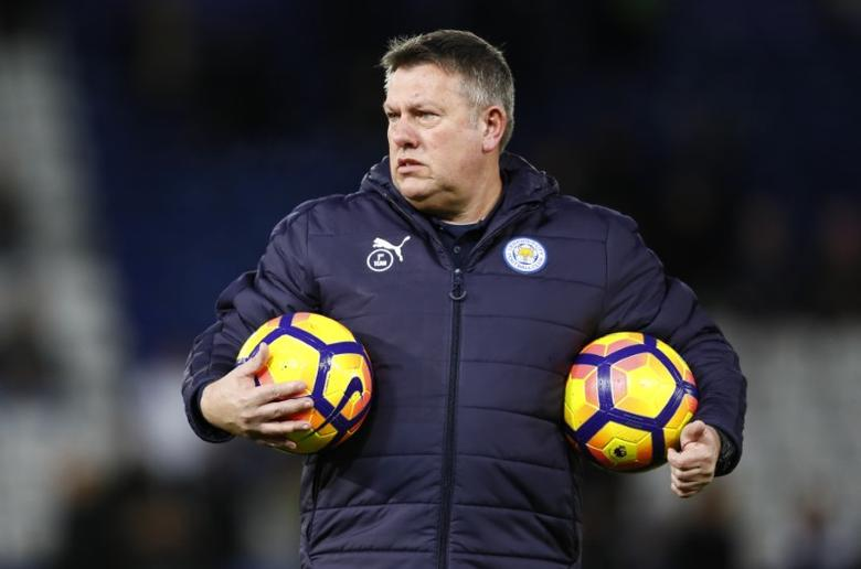 Britain Football Soccer - Leicester City v Liverpool - Premier League - King Power Stadium - 27/2/17 Leicester City caretaker manager Craig Shakespeare watches the warm up before the game Action Images via Reuters / Jason Cairnduff Livepic