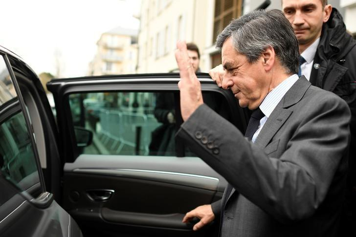 Francois Fillon, former French prime minister, member of the Republicans political party and 2017 presidential election candidate of the French centre-right, waves as he leaves Meaux, France, February 27, 2017.  REUTERS/Lionel Bonaventure/Pool/Files